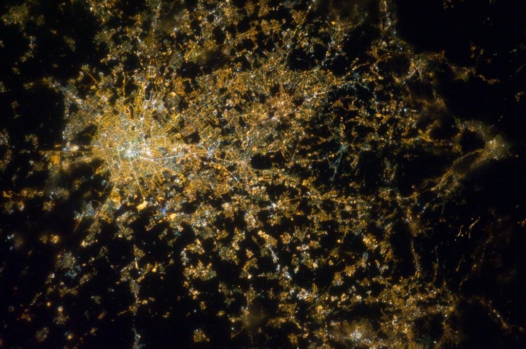 Diffuse City: Milan at Night