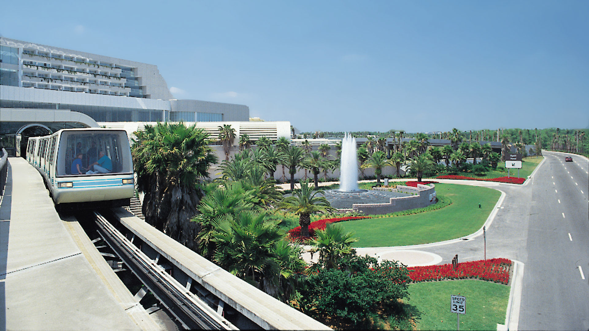 Orlando International Airport, monorail