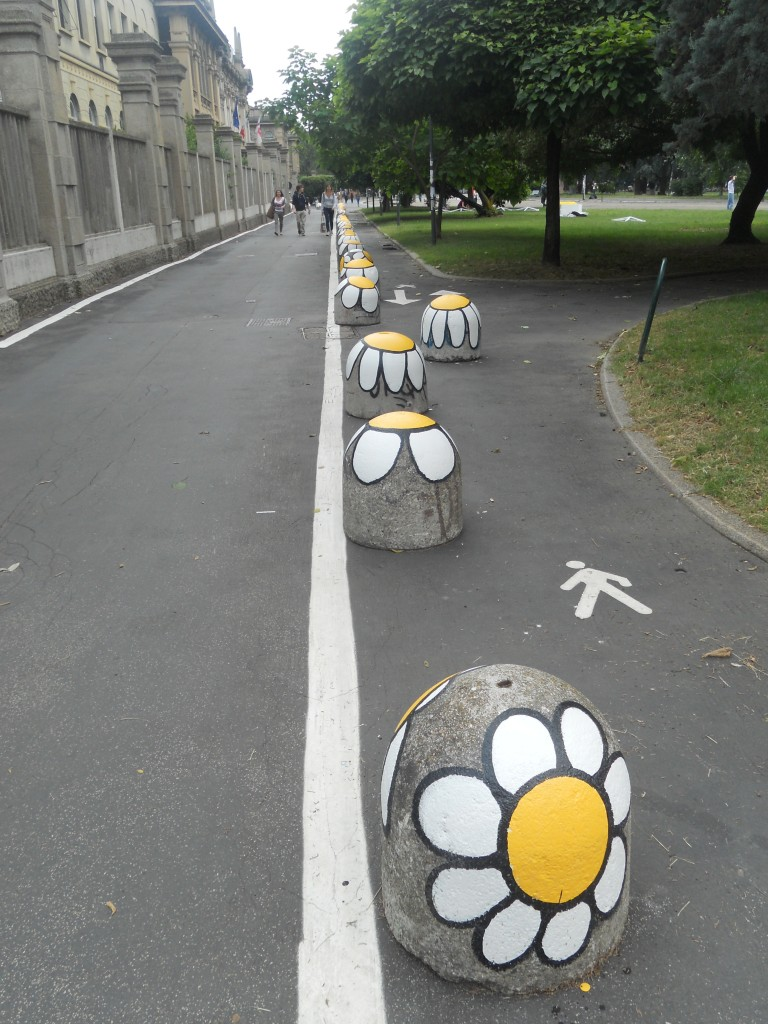 Bikelanes and pedestrian paths with friendly design