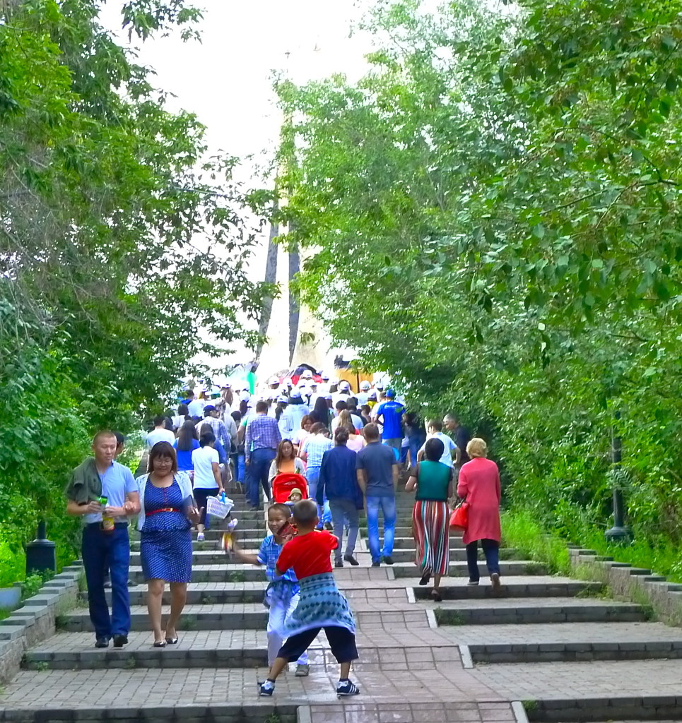 Astana's Residents Enjoy an Old Amsuement Park
