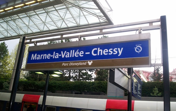 A sign denoting Marne-la-Vallée and the Disneyland Park