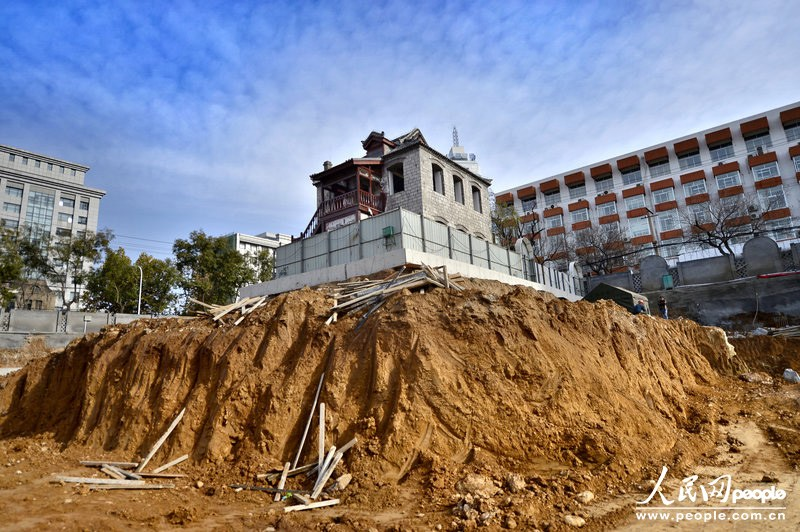 A historic house in a construction site in Jinan