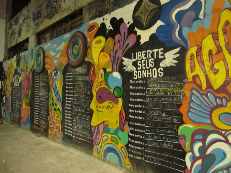 Liberte Seus Sonhos, Release Your Dreams interactive street art in Lapa, Brazil