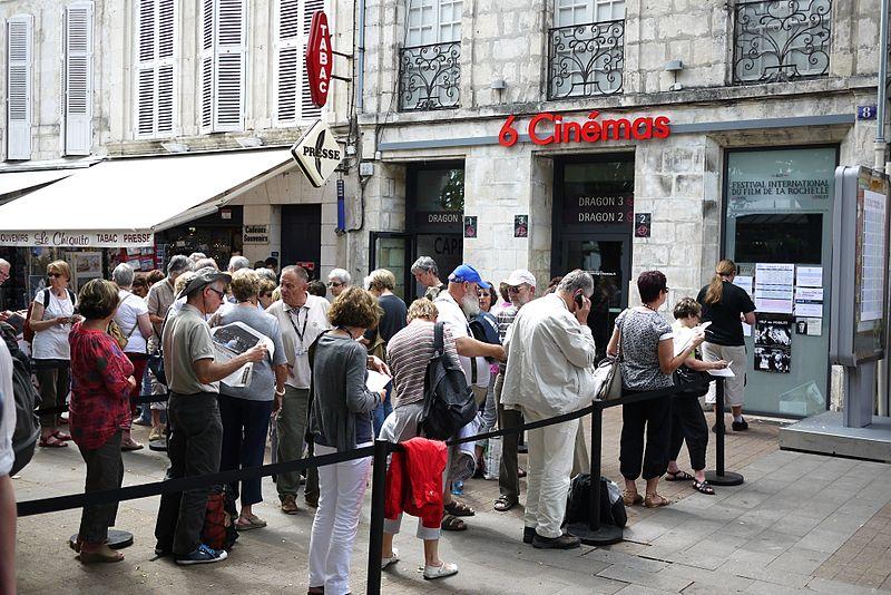 Cinéma CGR, Waiting in line