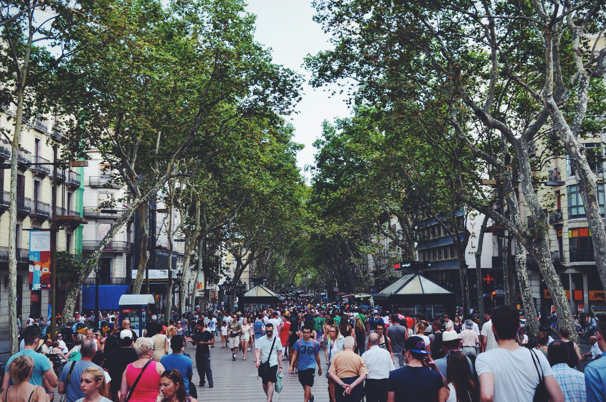 """""""Happy City: Transforming our Lives through Urban Design"""" by Charles Montgomery"""