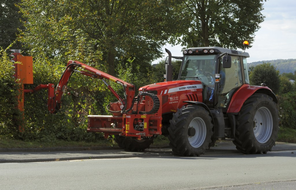"A Massey Ferguson 7465 tractor fitted with a Dücker ""branch and hedge cutter"" at the front. Photo Credit to DerHexer, Wikimedia Commons, CC-by-sa 4.0"