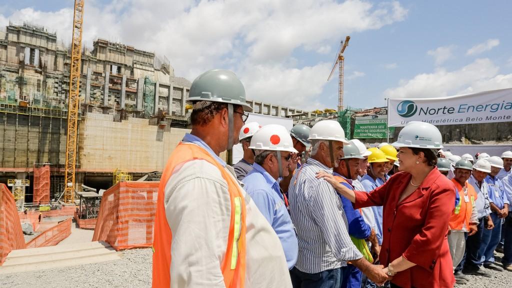 President Rousseff greets Belo Monte, Brazil engineers