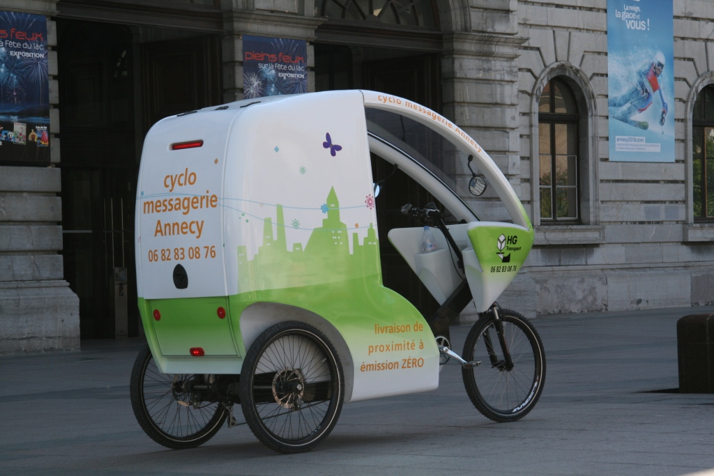 Cyclopolitain messenger delivery bike in Annecy, France