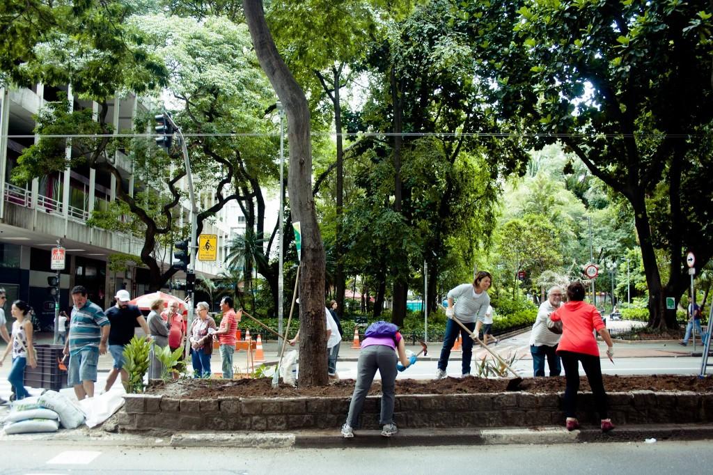A community effort to plant, Avenida São Luís in São Paulo, Brazil