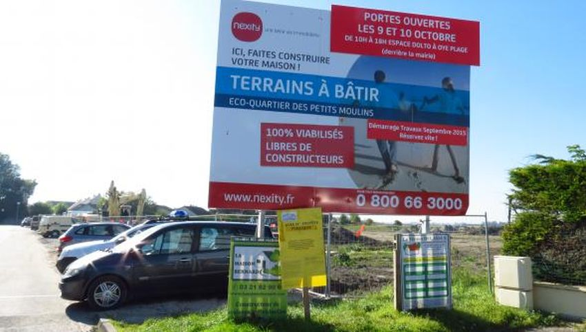 Temporary parking for School of the Petits-Moulins during ecodistrict construction at Oye-Plage