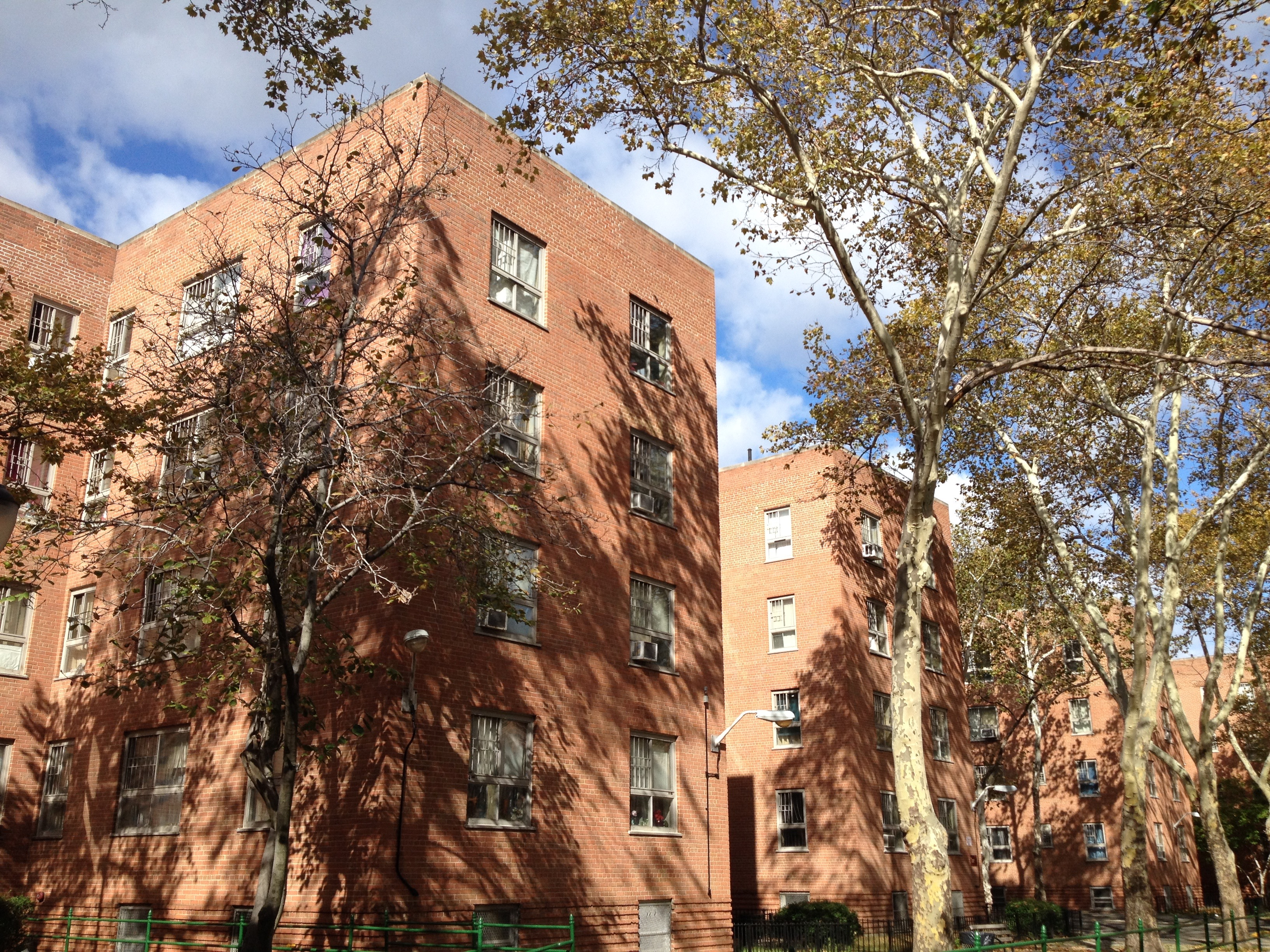 Harlem river houses serve as public housing model in new for Model houses in new york