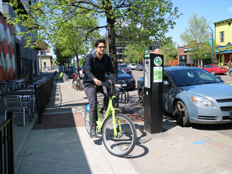 Armaan Bindra Riding Nice Ride Bike in Minneapolis, Minnesota